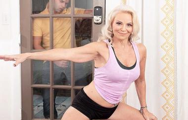 Jynn – Jynn fickt ihre Töchter Peeping Fiance (PornMegaLoad)