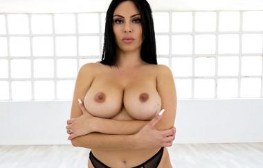 Tommy Cabrio, Sapphire Lapiedra – Saphire Erste Sexszene – Große Titten, runde Ärsche (BangBros)